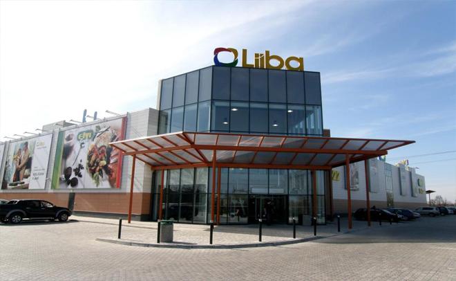Shopping center facade