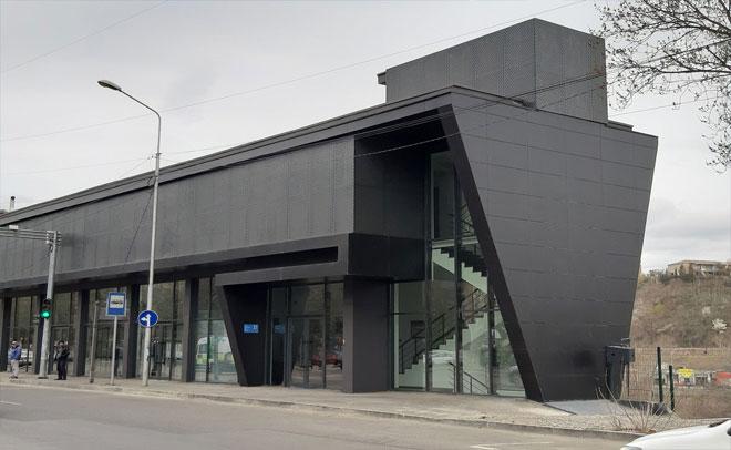 საოფისე შენობის ფასსადი
