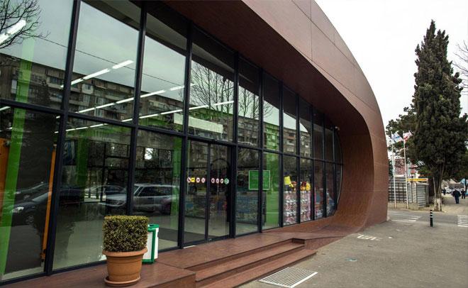 """Facade of the branch of the supermarket """"FRESCO"""""""