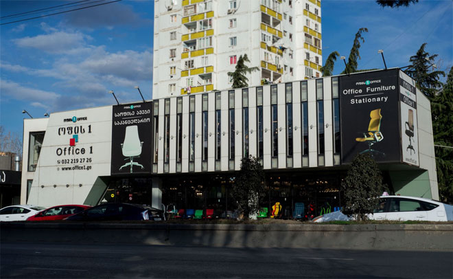 The facade of the shopping center on Gelovani Avenue.